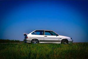 ВАЗ-2113 на траве