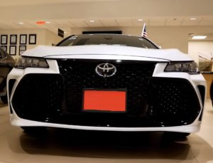 Тойота Авалон 2019 вид спереди