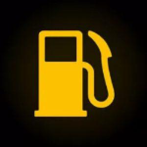 Значок уровня бензина на панели приборов