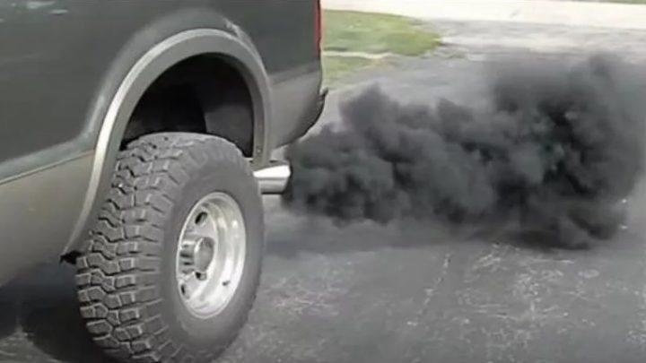 Чёрный дым из выхлопной трубы бензинового двигателя: причины