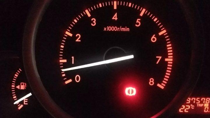 Машина дёргается при движении на малых оборотах: причины